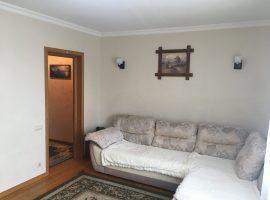 Двокімнатна квартира з меблями та технікою